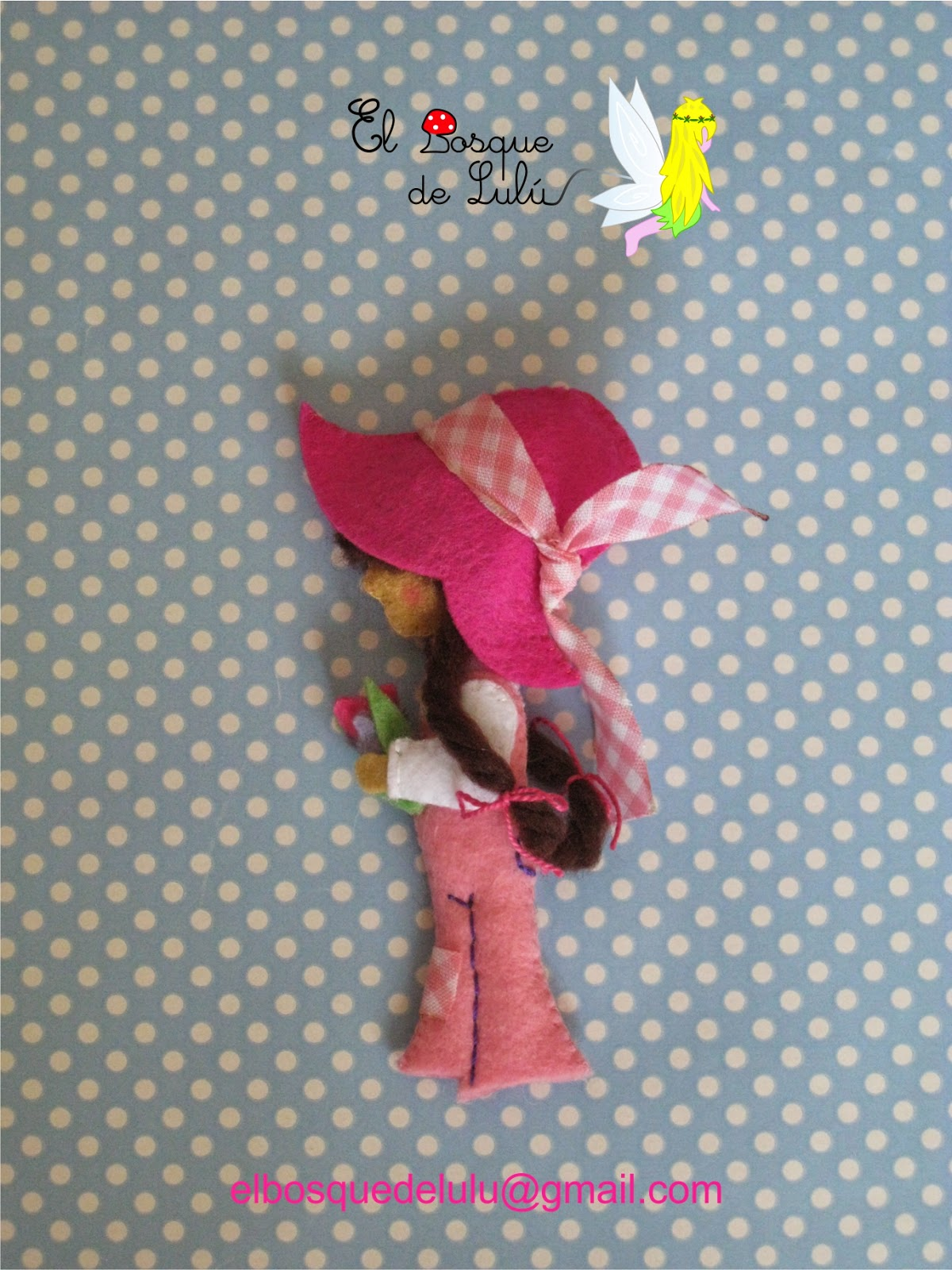 broche-fieltro-solidario-rosa-subasta-AECC-muñeca-Sara-Key