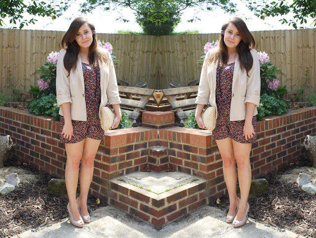 outfit-post-blogger-floral-playsuit