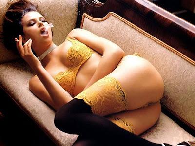 http://2.bp.blogspot.com/-tWsb3amDhy4/T4R862omdDI/AAAAAAAAGgY/n3IWhuezXxo/s1600/---charlize_+theron+_hot_0003.jpg