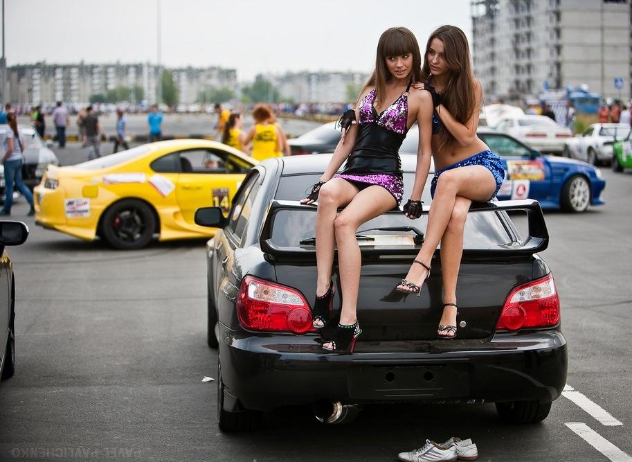 Subaru Impreza WRX STi GD, sportowe samochody i piękne kobiety, dwie laski, czarny lakier, boxer