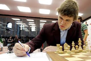 Échecs : Magnus Carlsen jouera le Tata Steel 2013