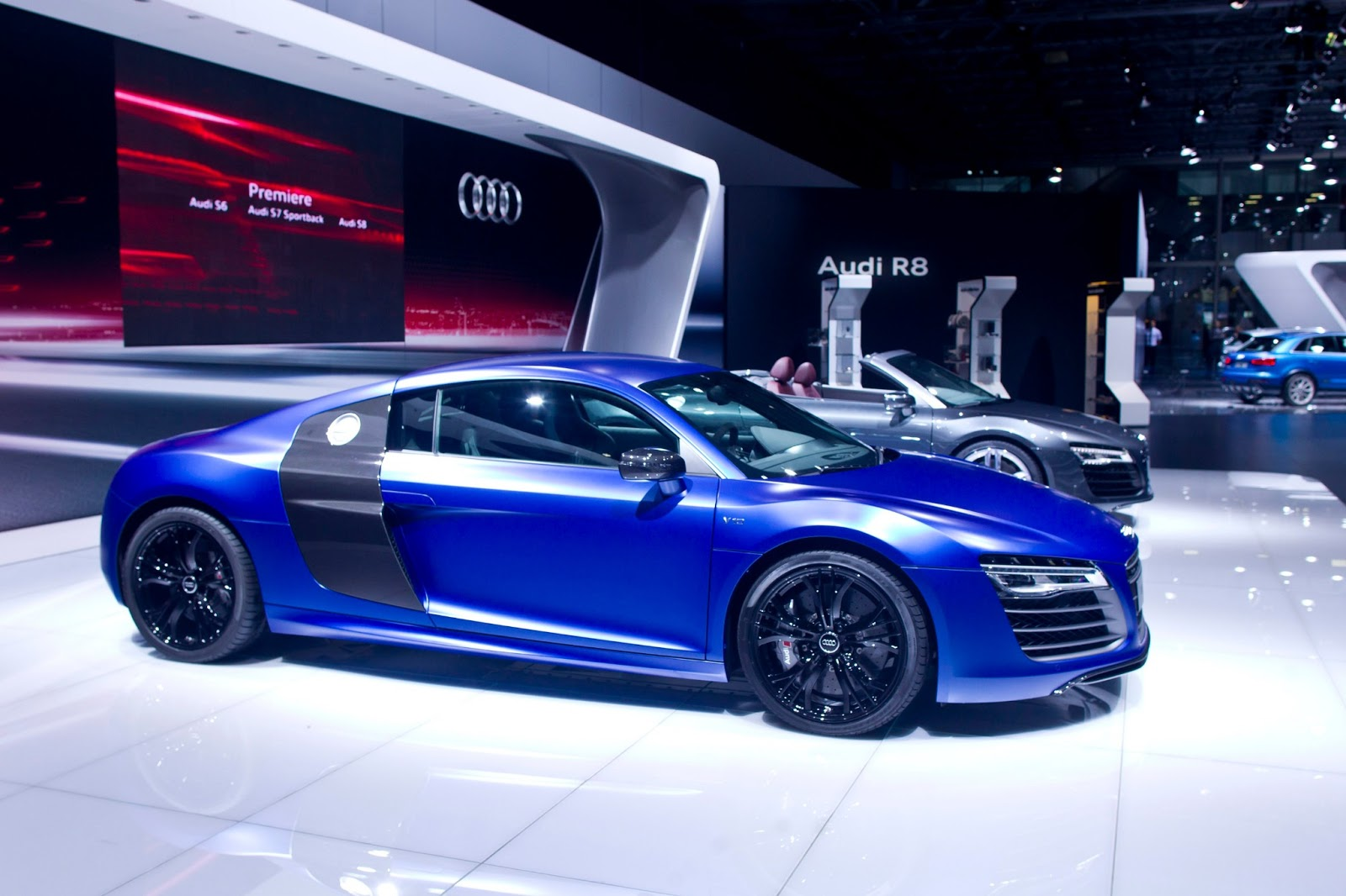 Carnation Auto Blog The Racing Dynamite Audi R V Plus Launched - Audi car r8 price in india