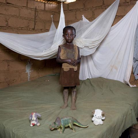 Fotos de niños de varias partes del mundo con sus más preciadas posesiones