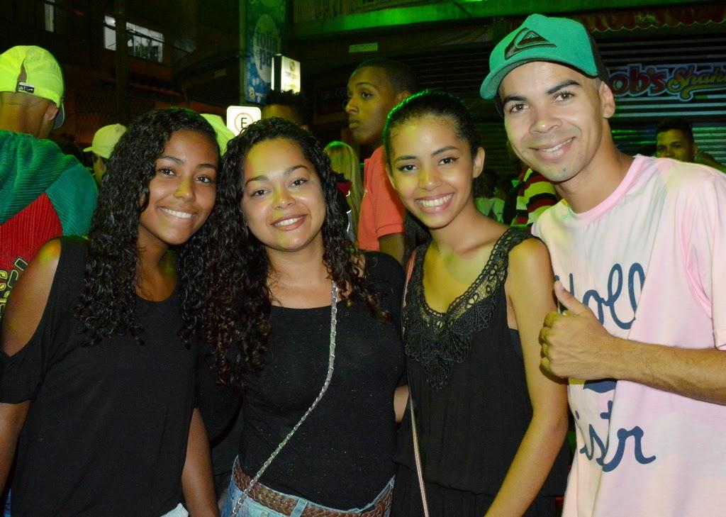 Grupo de amigos curte o Carnaval Folia e Paz