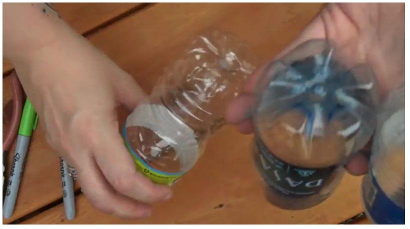 Bunga dari botol akan sangat cantik jika menggunakan botol yang bersih ...