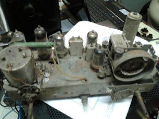 Radio yang akan di reparasi dan restorasi PHILIPS B-IN326U