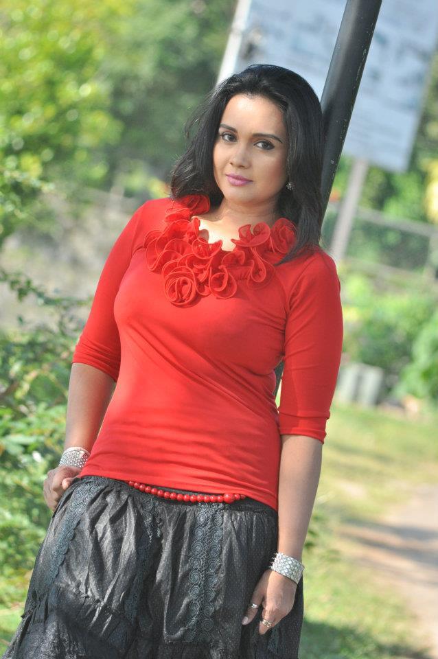 Taste of The Music: Actress Gayathri Dias in Sri Lanka