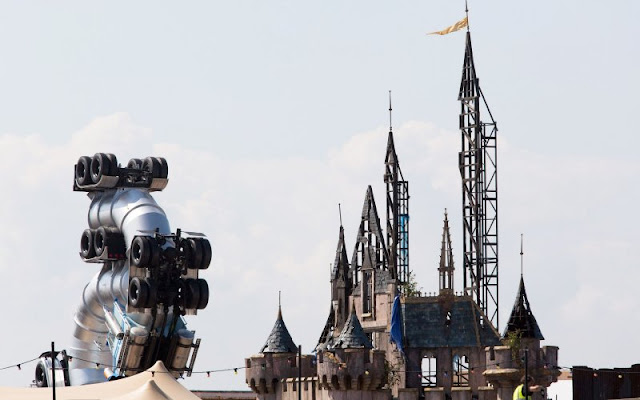 Wikipedia Dismaland - Banksy Spoofs Disney with Dismaland Theme Park