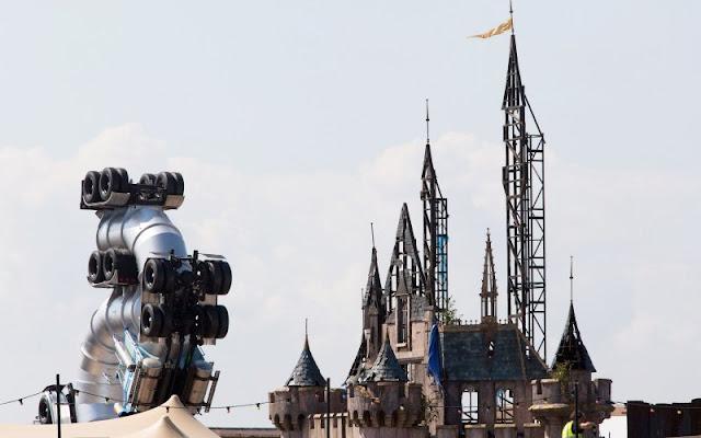 Wikipedia Dismaland - Banksy Spoofs Disney with Dismaland Theme Park