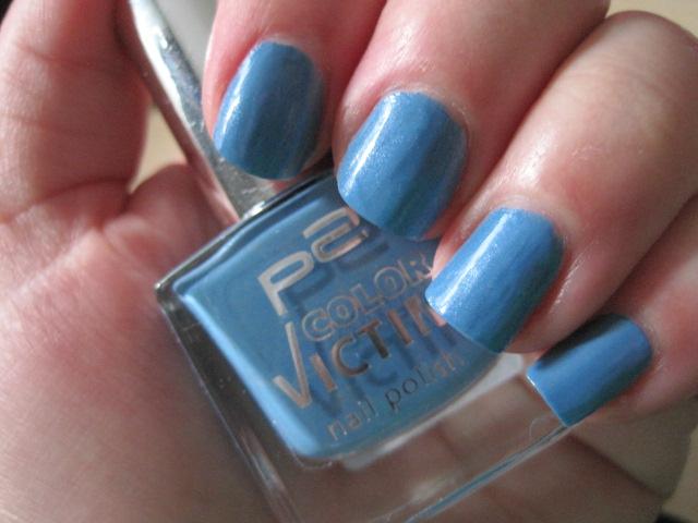 nails, blue nails