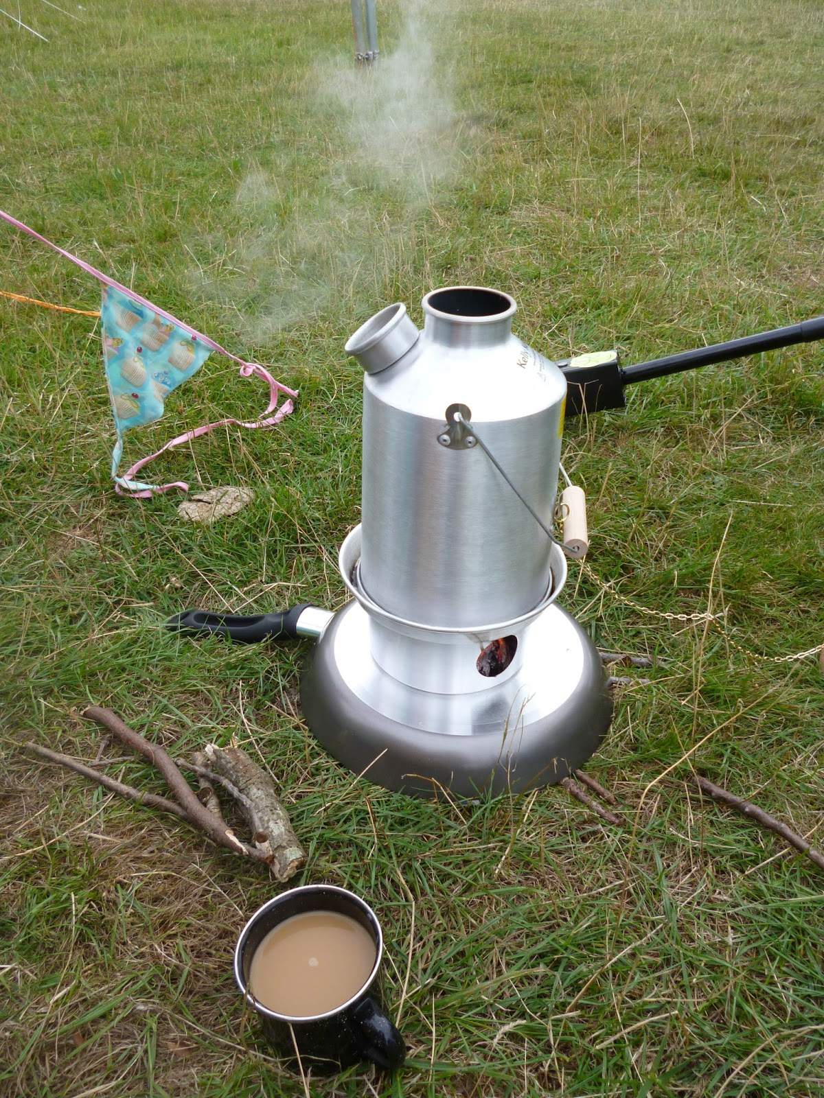 Kelly kettle storm kettle cup of tea camping