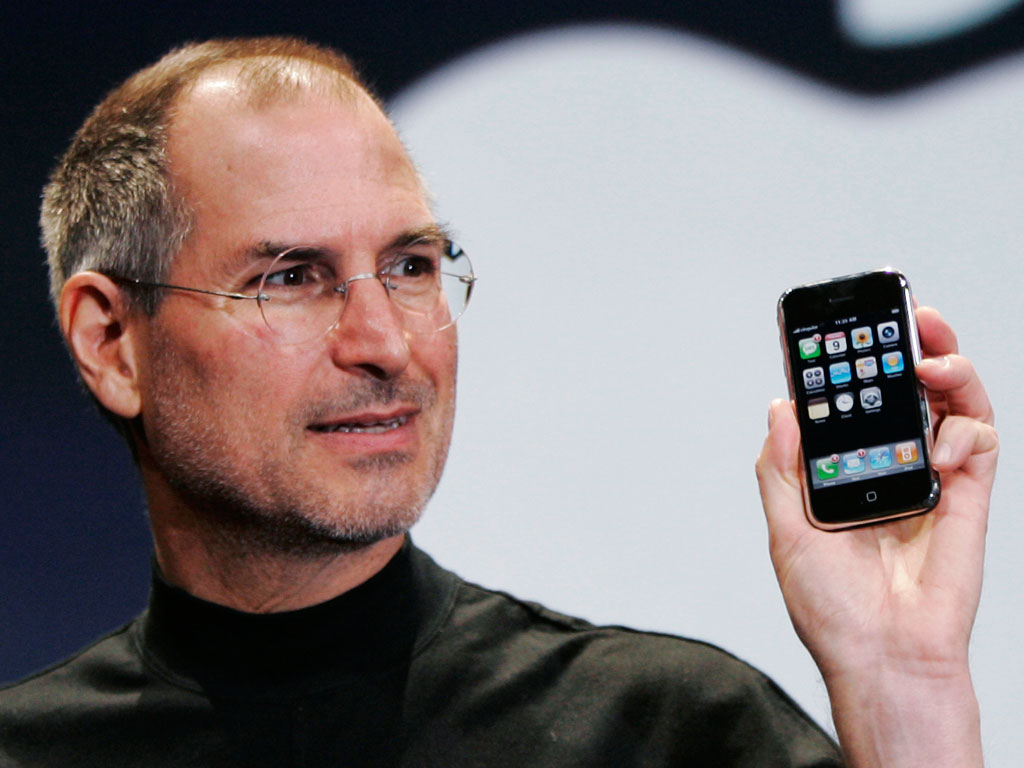 http://2.bp.blogspot.com/-tZ5j9doap7I/UAUZfiJD4mI/AAAAAAAAEDE/ivSsujKgZE0/s1600/steve-jobs-holding-iphone.jpg