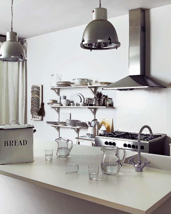 cocina con luces de inspiracion industrial