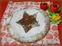 Crostata di pasta sfoglia con farina di mandorle, cacao e gocce di cioccolato