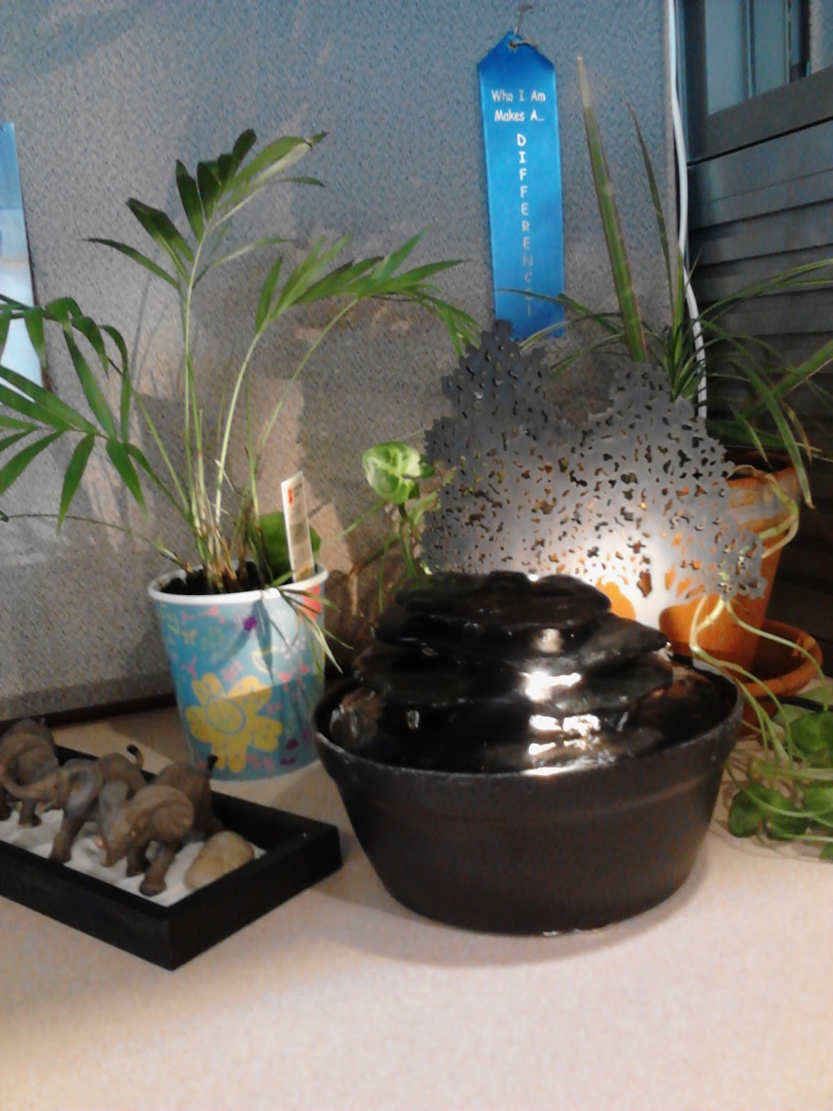 April 39 s country life creating a personal zen spot at work - Zen office decorating ideas ...