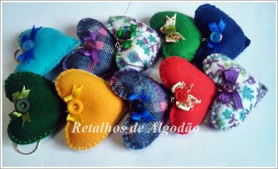 Chaveiros de feltro em formato de coração