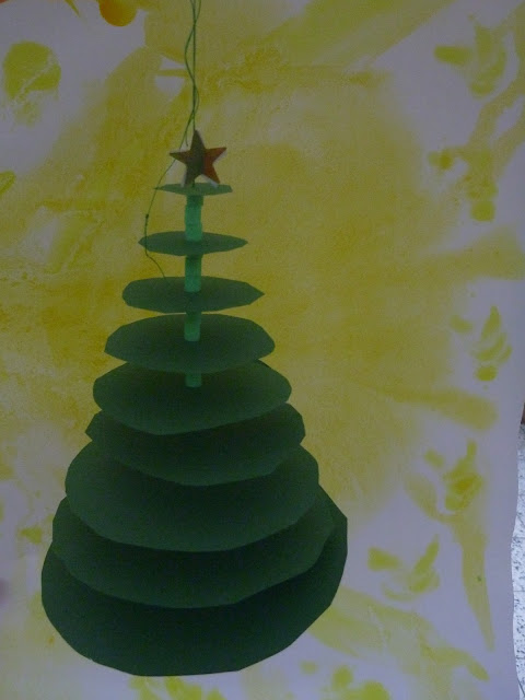 schneiden im Advent im Kindergarten