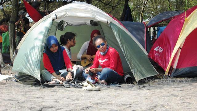 Gambar atas Mahasiswi Stie YKPN, gambar bawah Mahasiswi YKPN
