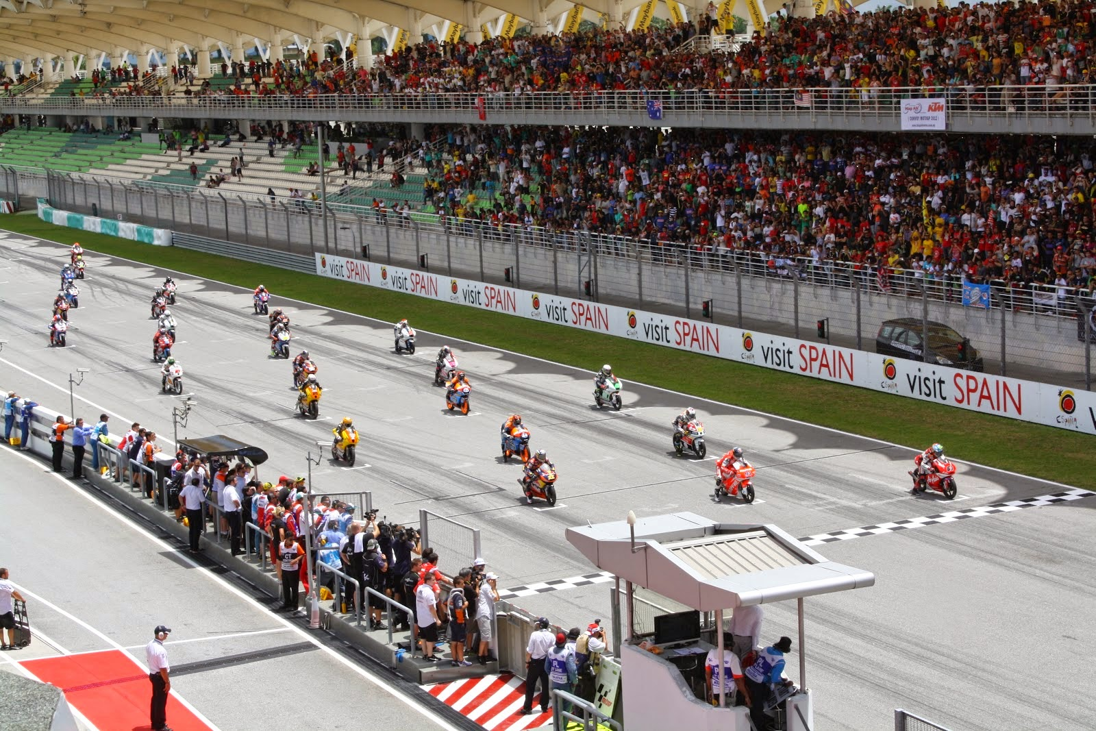 salida de la carrera de Moto3 en sepang 2012