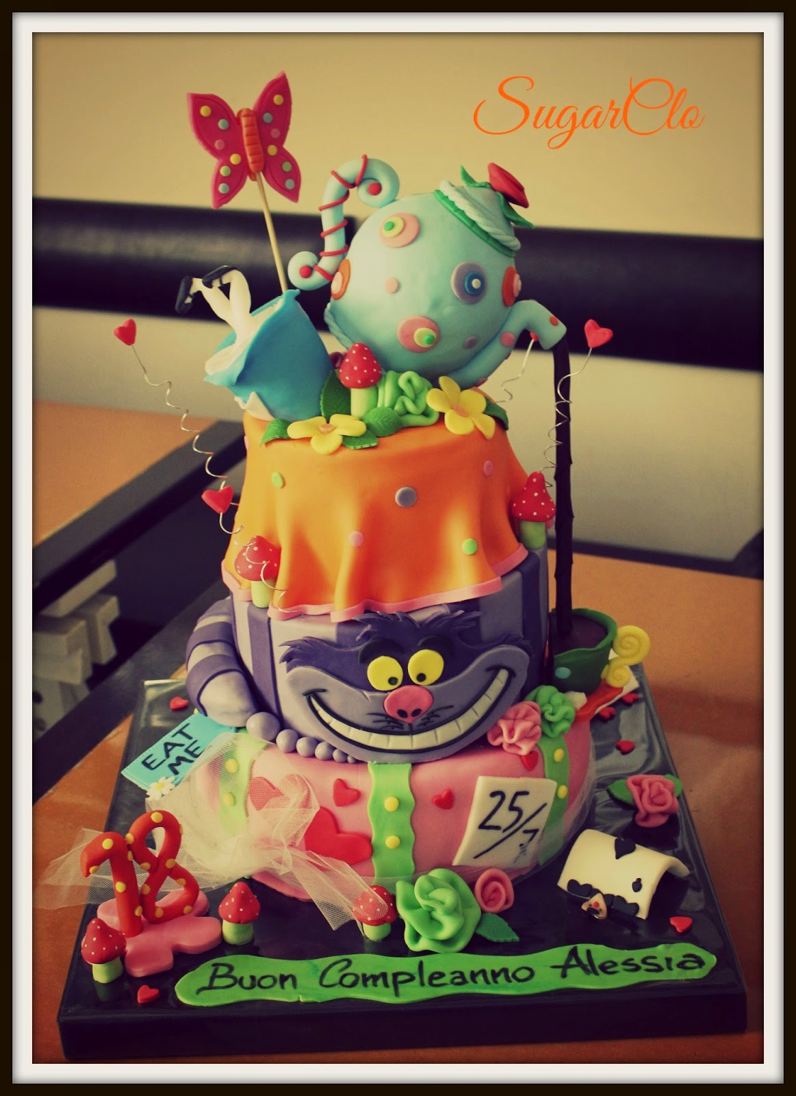 torta alice in wonderland