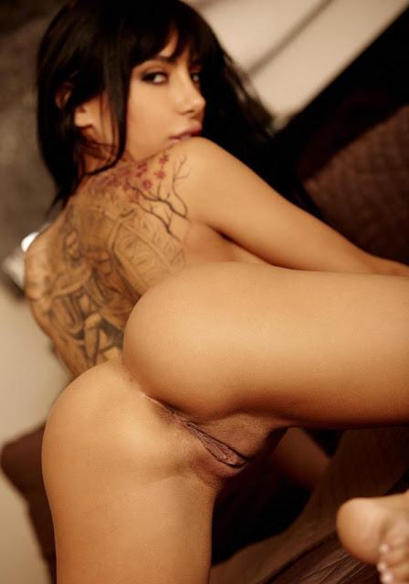 Mulheres gostosas nuas mostrando suas lindas bucetas em fotos porno