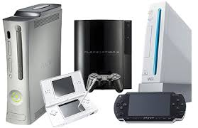 حيث تفوق جهاز الالعاب المحمول نينتيندو ثرى دى Nintendo 3D حيث باع حوالى مليون و مائة الف جهاز المرتبة الثانية جهاز الالعاب الجديد الاكس بوكس وان XBOX One حيث باع حوالى 908 الف جهاز فى عام 2013 المرتبة الثالثة جهاز الالعاب البلايستيشن فور Sony PlayStation 4 حيث باع حوالى 865 الف جهاز المرتية الرابعة جهاز الالعاب الاكس بوكس XBOX 360 حيث وصل حجم مبيعات 643 الف جهاز المرتبة الخامسة حيث جاء جهاز الالعاب الويى يو Nintendo Wii U حيث باع 481 الف جهاز المرتبة السادسة  جهاز الالعاب الشهير سونى بلاى ستيشن ثرى Sony PlayStation 3 ووصل الى 299 الف جهاز المرتبة السابعة جاء جهاز الالعاب الويى Nintendo Wii حيث باع 150 الف جهاز المرتبة الاخيرة جاء جهاز الالعاب المحمول البلاى ستيشن فيتا Sony PlayStation Vita حيث باع 95 الف جهاز