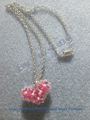 Silver_necklace_with_beaded_heart_pendant