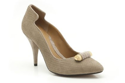 Beige nubuck pumps