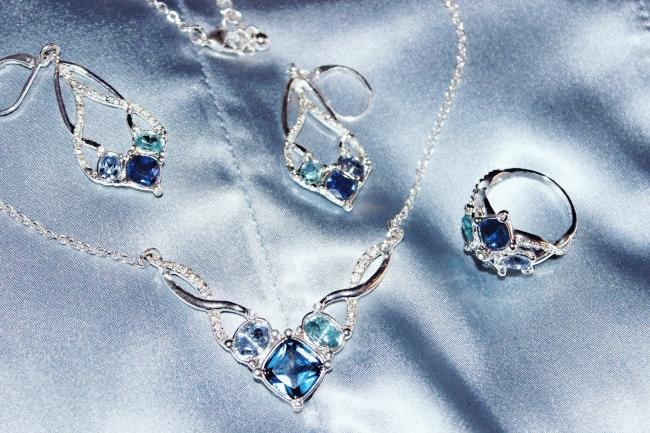 Avon jewelry set- Entwined Shimmer. Avon Jewelry. Avon nakit. Avon jewellery. Jewelry trends 2015.