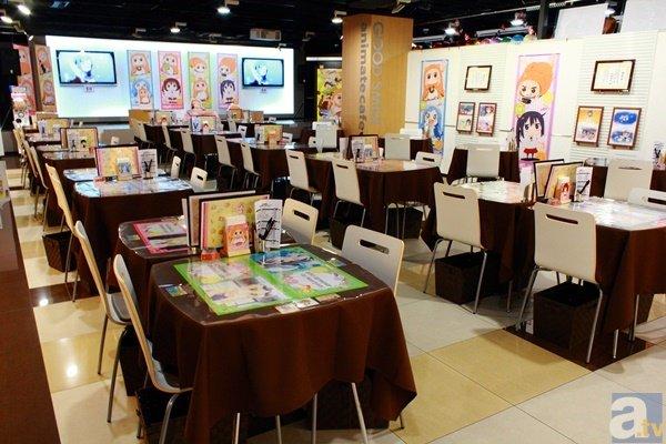 maid caf da umaru chan animes tebane. Black Bedroom Furniture Sets. Home Design Ideas