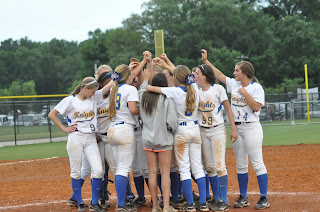 Montgomery Catholic Softball Advances to State 1