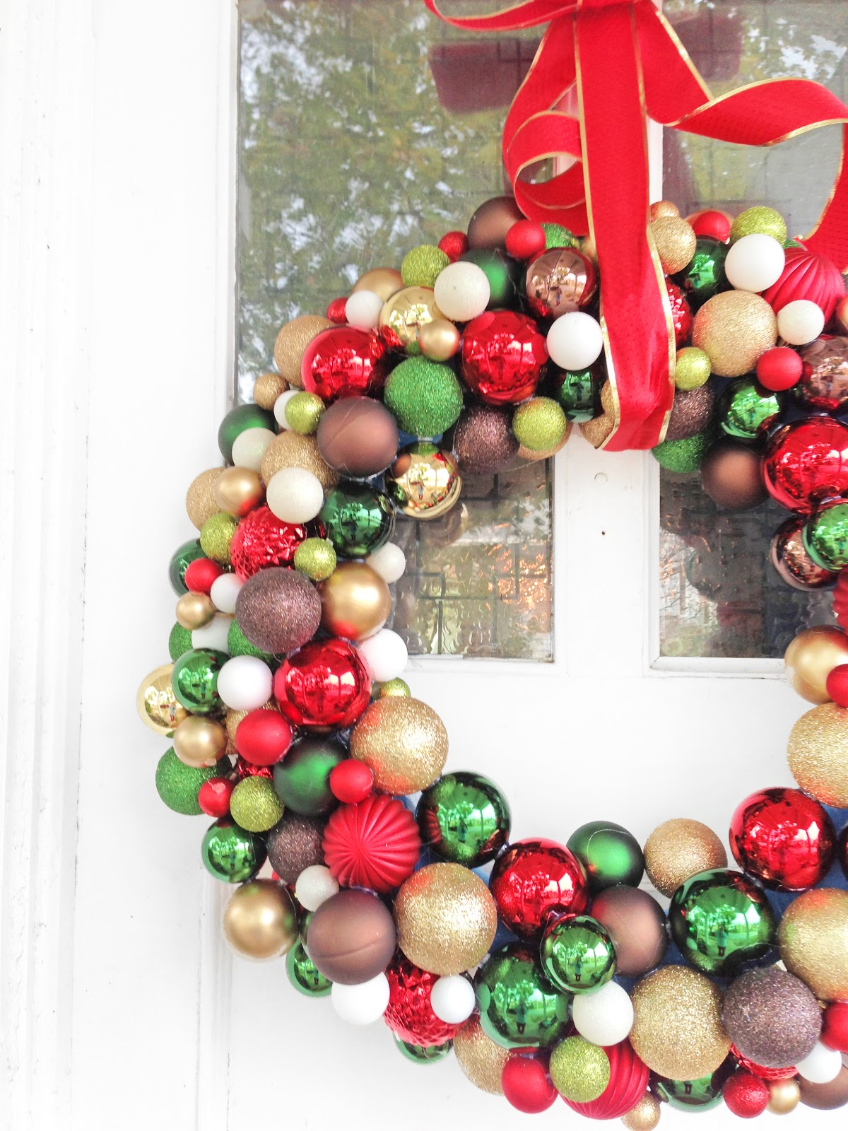 Christmas wreath ornaments - I Went To Walmart And The Only Large Wreaths They Had Were The Traditional Pine Branches Poinsettia Sort Borrrring