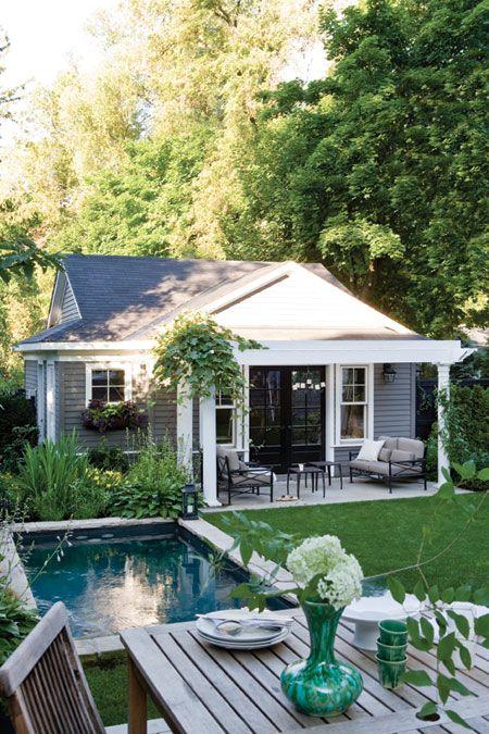 Um jardim para cuidar piscinas para espa os pequenos for Houses in england with swimming pools
