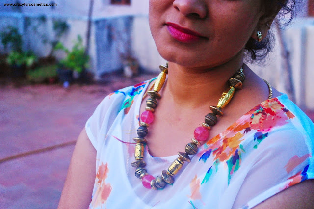 Beads necklace styling