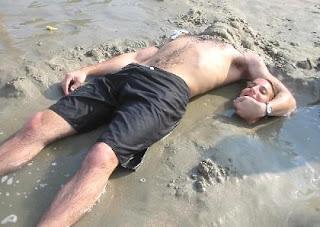 Cabeça na Areia com Corpo
