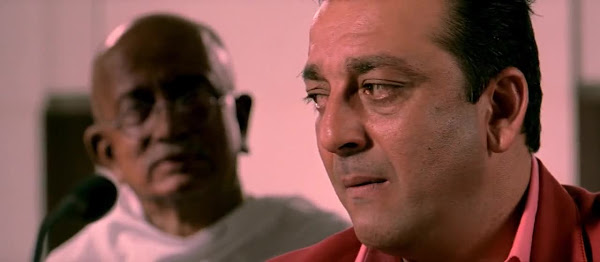 Screen Shot Of Hindi Movie Lage Raho Munna Bhai (2006) Download And Watch Online Free at worldfree4u.com