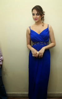 Zoya Afroz in Spicy Deep Neck Blue Gown Lovely Pink Lipstick Cute Pics