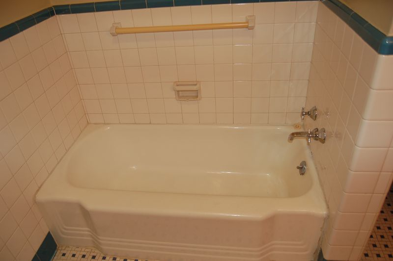 Ain\'t She Crafty: unused bathtub + clever friend = total cushy ...