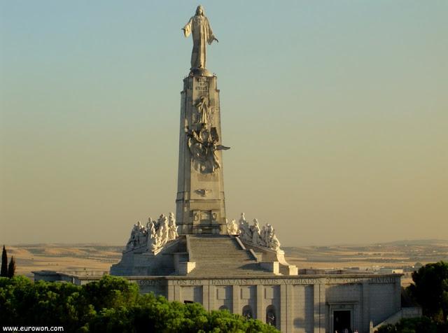 Monumento al Sagrado Corazón de Jesús al atardecer