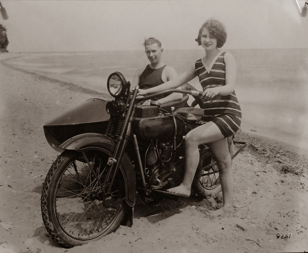 A Collection Of 32 Badass Vintage Photographs Of Women And