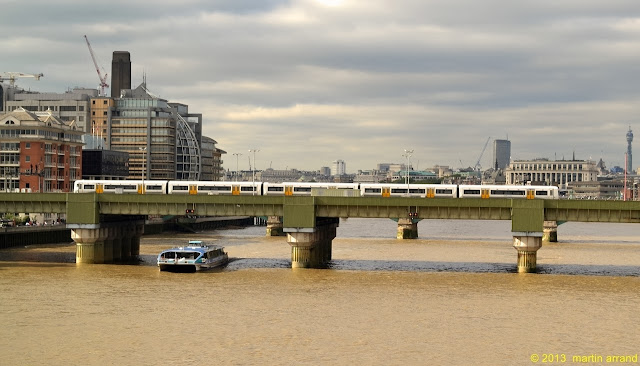 traveller information getting around london riverboat