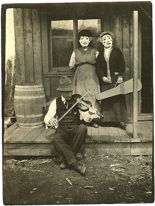 Very Odd And Funny Vintage Photos That Cannot Be Explained