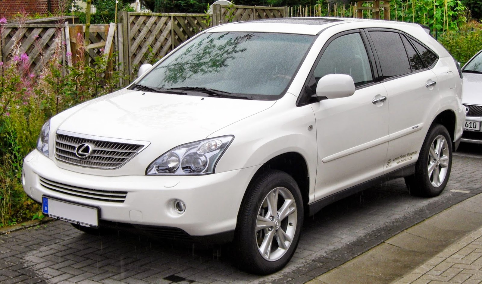 The RX 400h, the first hybrid version of Lexus' best-selling vehicle, debuted in 2004.