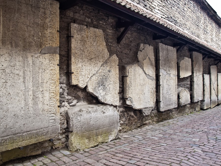 Старый Таллинн. Улица монахов и мастеров