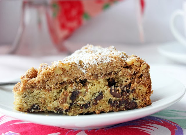 Steal Someone's Heart with this Rich and Delicious Vanilla-Almond Chocolate Chip Coffee Cake Recipe | Recipe by chelsa-bea.com #valentines