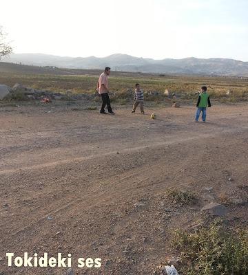 Köy yolunda piknik yapmak