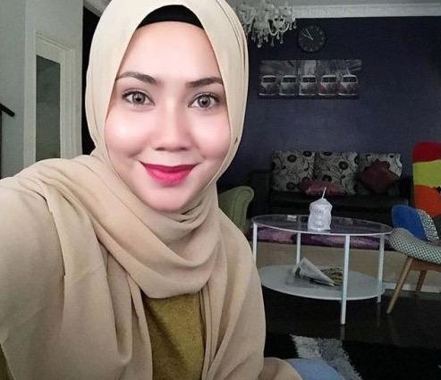 Penyampai Sinar FM, Feeya Iskandar Kini Berhijab Penuh