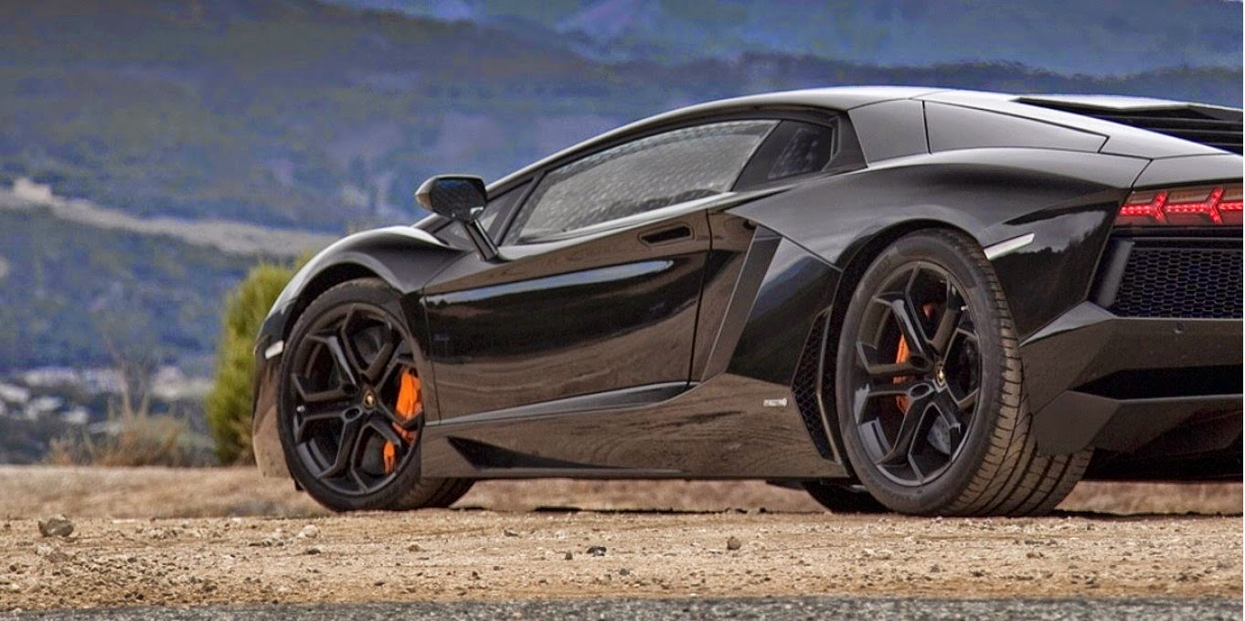Black Lamborghini Aventador Wallpapers On the Mountain