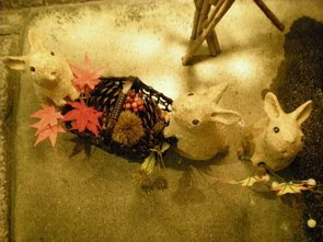 Rabbits and momiji leaves