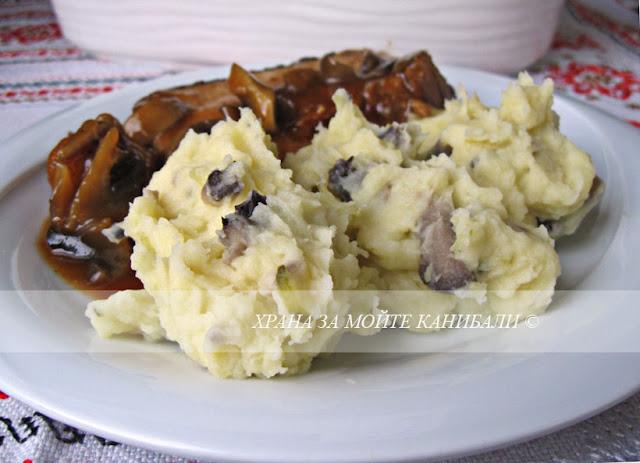 Картофено пюре с гъби и кисели краставички